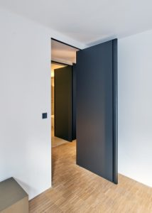 Anthracite pivot door